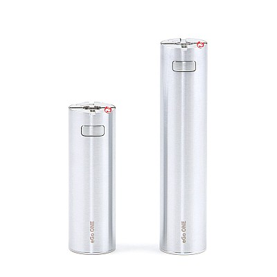 Joyetech eGo ONE Batterij 1100 mAh links, 2200 mAh rechts.